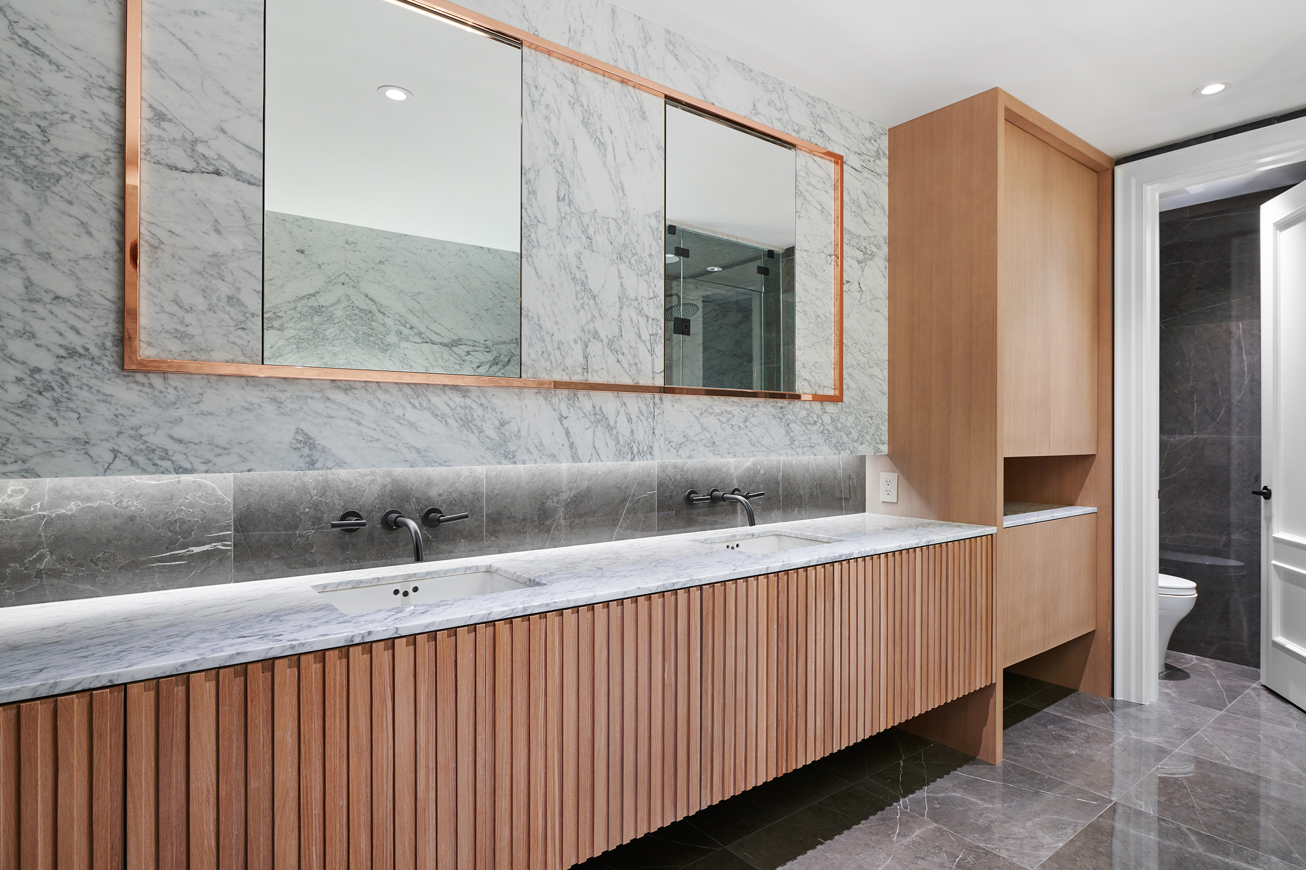 12-Wolfe_ID_Portfolio_Yorkville_Mansion_Washroom