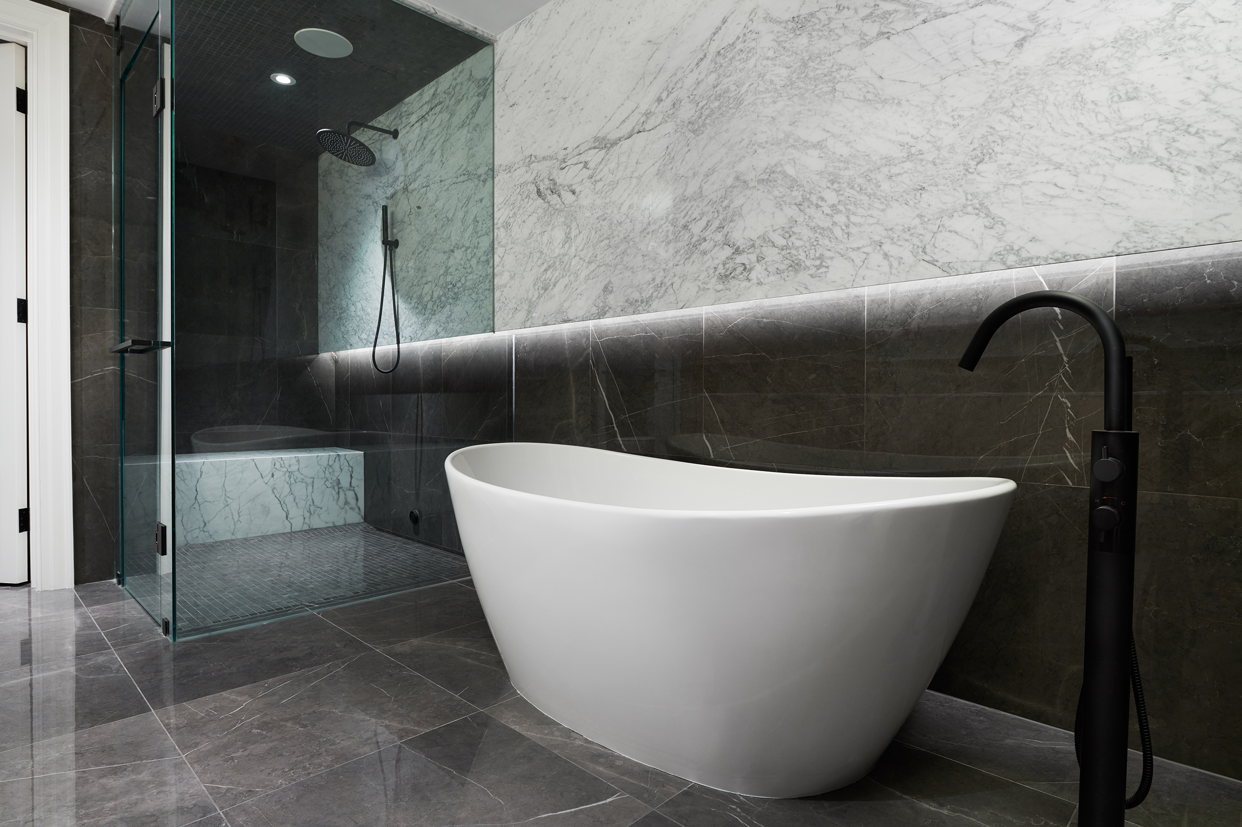 13-Wolfe_ID_Portfolio_Yorkville_Mansion_Washroom